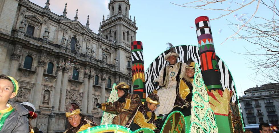 Los Reyes Magos recorren las calles de Jaén
