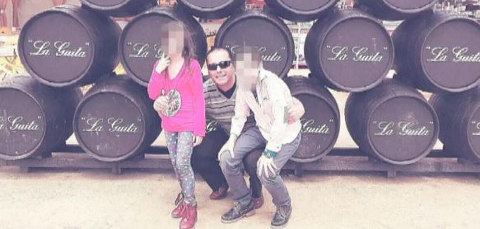 El padre que secuestró a sus hijos quiso hacerles fotos simulando que estaban muertos