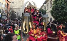 La Cabalgata de Reyes ya recorre las calles de Granada