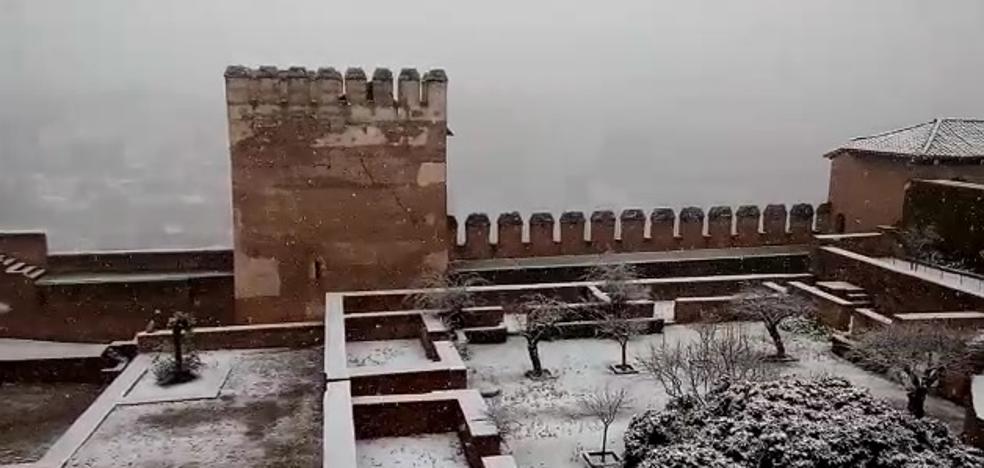 Los dos vídeos de la belleza de la Alhambra de blanco