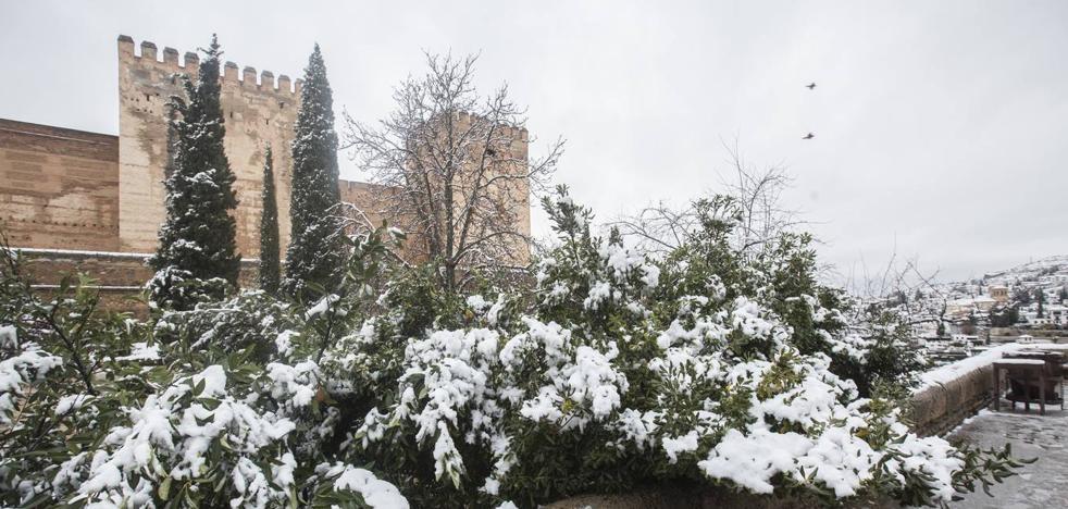 La Alhambra lució de blanco