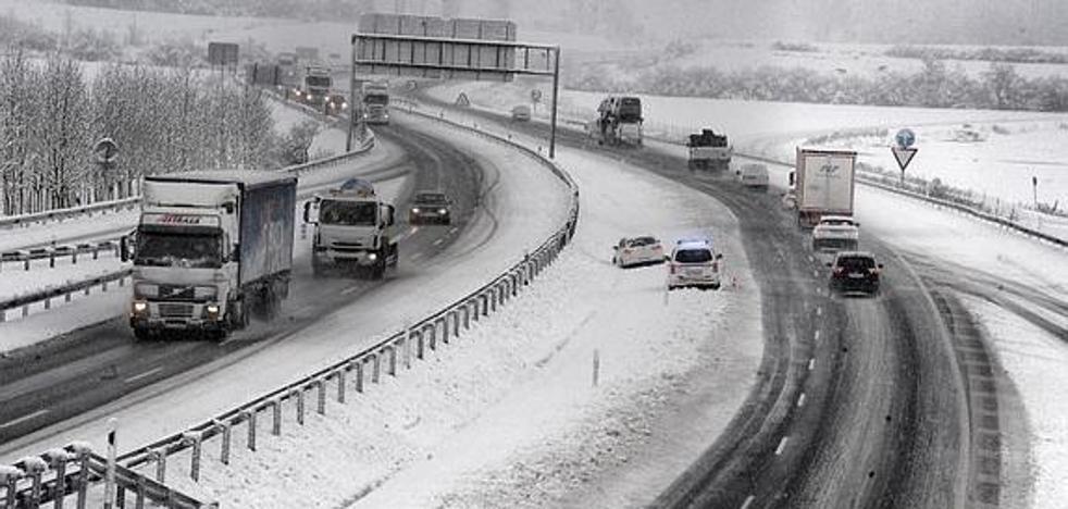 Cómo conducir con hielo y nieve: lo que debes hacer por tu seguridad y para evitar multas
