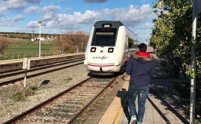 Los pasajeros de un tren entre Almería y Sevilla, sorprendidos por las fuertes lluvias