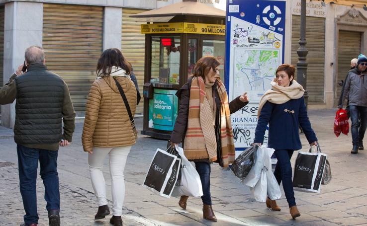 Granada estrena las rebajas de enero