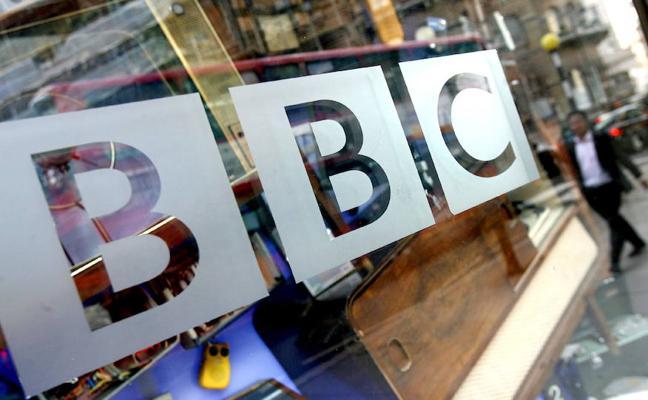 Dimite una veterana presentadora de la BBC por la diferencia salarial entre hombres y mujeres en la cadena