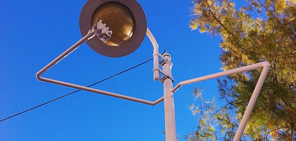 Figueroa incorpora 'Me voy, tengo prisa' a su línea de mobiliario urbano creativo