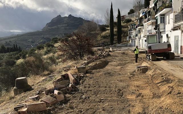 Arreglo de la calle de La Alcantarilla tras estabilizar la ladera