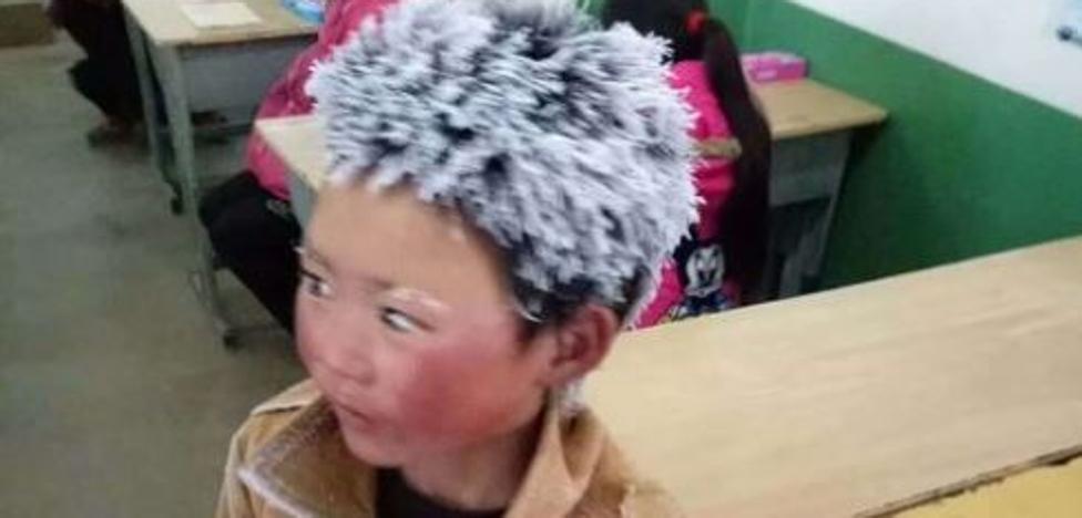 La imagen del niño con el pelo congelado que conmueve al mundo: anduvo 5 kilómetros a -9º