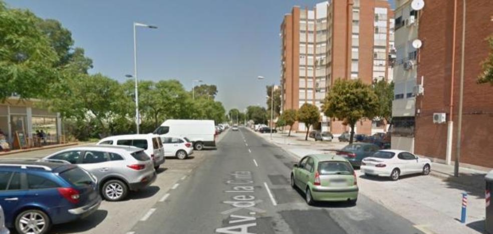 Muere un chico de 25 años al chocar su coche contra un árbol en el centro de Huelva