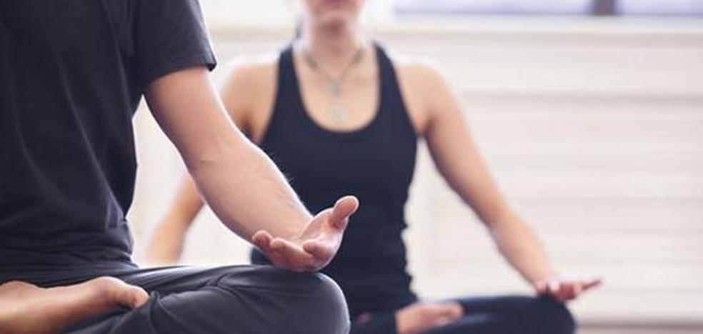 Meditación budista o clases de autoayuda para que los funcionarios andaluces cumplan las 37,5 horas semanales