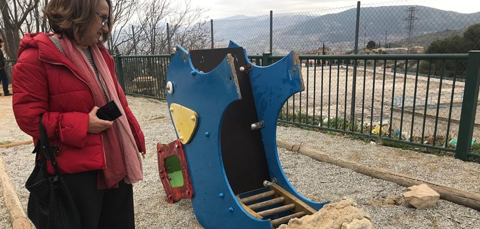 Quejas por los parques infantiles de los barrios