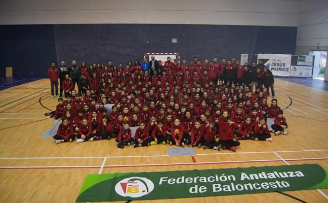 El Club Baloncesto Jaén presenta a sus 18 equipos en una jornada festiva
