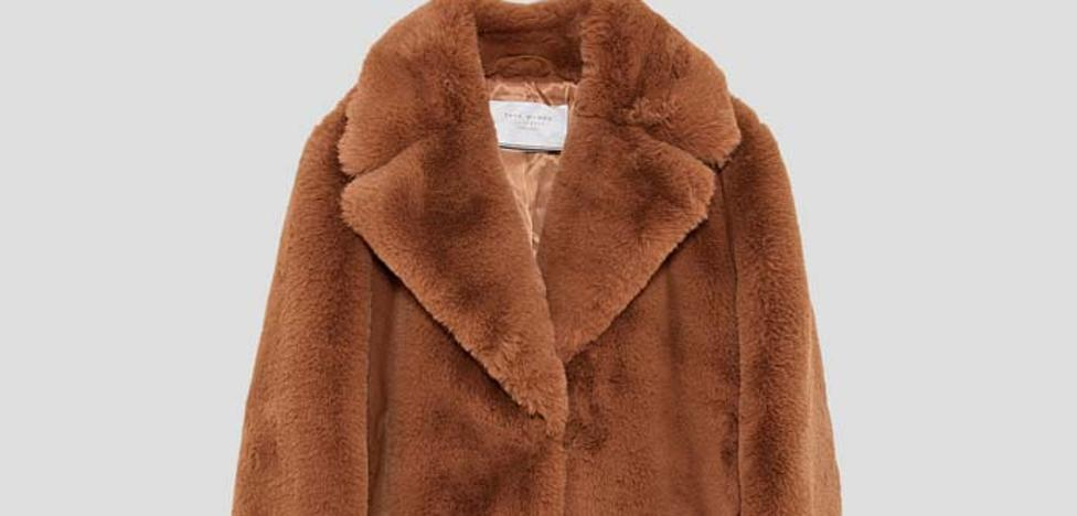 Si te quedaste sin el abrigo 'Teddy Bear' de Lidl puedes comprar otros parecidos en rebajas