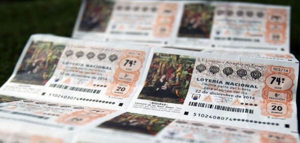 Un mujer intenta estafar a otra con un falso décimo premiado de Lotería y luego se lo traga para ocultarlo