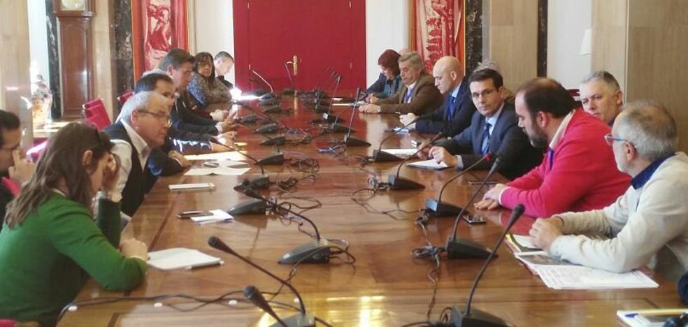 """La Mesa del Ferrocarril logra un """"compromiso"""" para exigir la reconexión a Granada"""