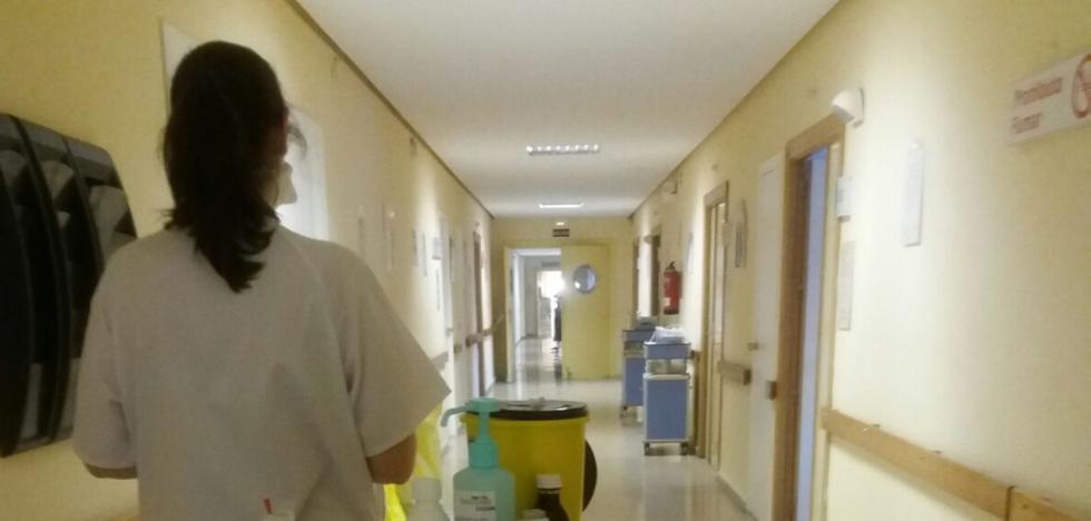 Pacientes con gripe son ingresados en el Clínico porque no caben en Virgen de las Nieves