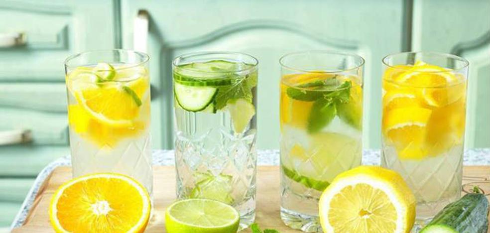 ¿Vas a adelgazar si bebes agua con limón o vinagre?