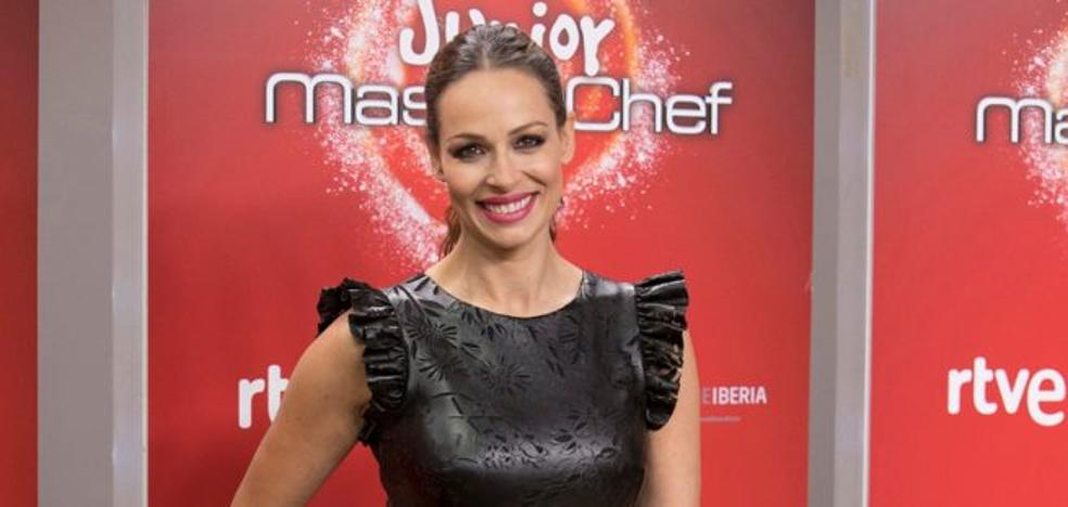 Los 3 vestidos 'no solo premamá' de Eva González en 'MasterChef Junior' que encantan a muchas mujeres