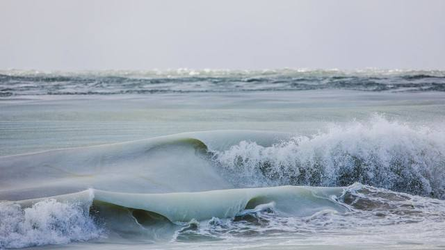 Las espectaculares fotos de las olas congeladas
