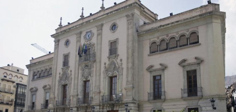 Hacienda advierte al alcalde de Jaén, y a otros 600, de que incumple el plan de ajuste