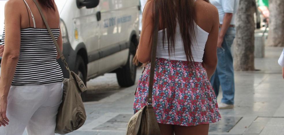 Destituyen a un magistrado italiano que pedía vestir minifalda y maquillarse a sus becarias