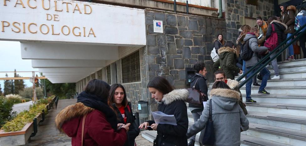 Los nuevos exámenes 'siguen' sin autobús