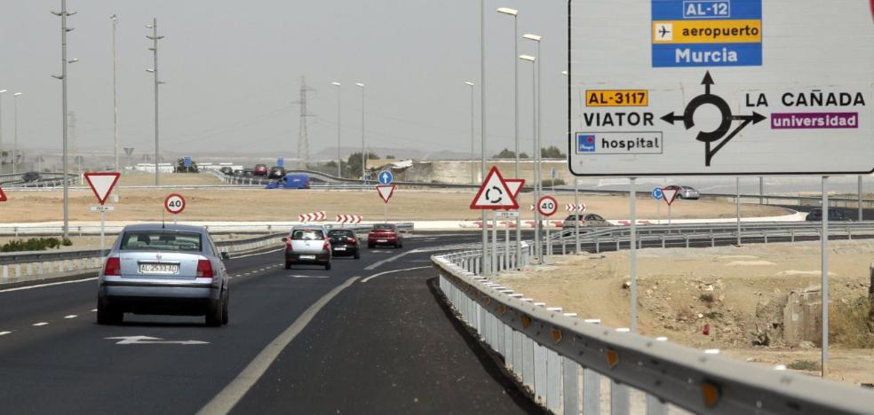 La DGT conmina al Consistorio a tomar medidas de seguridad en la rotonda de la AL-12 en Casi