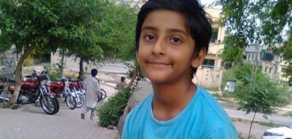 Un niño de Pakistán pide asilo en España para poder ser operado y extraerle metralla de la cabeza