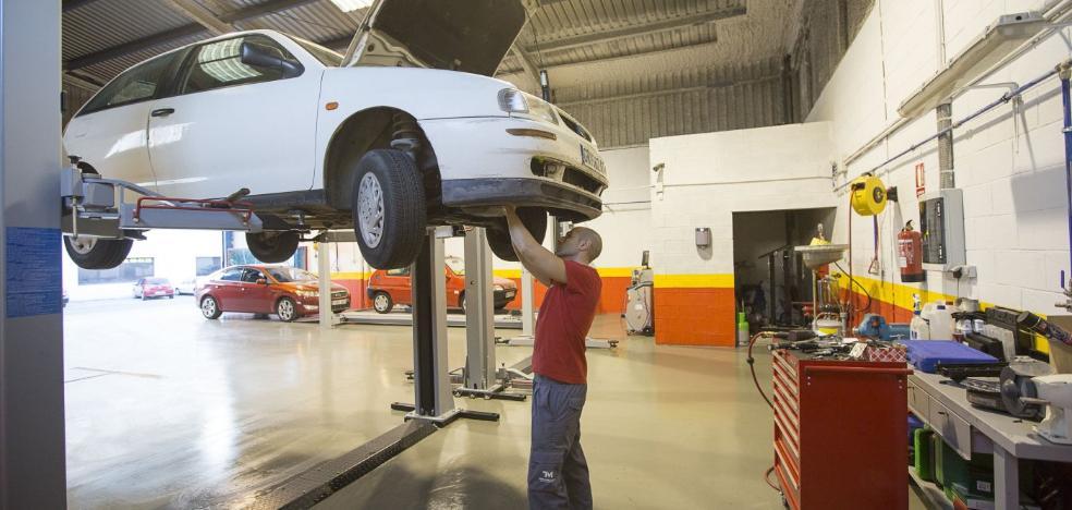 Siete de cada diez vehículos que circulan por Almería tienen más de una década