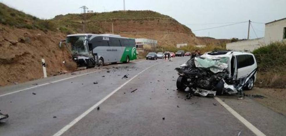La investigación apunta a un posible fallo humano en el accidente mortal entre un turismo y un autobús