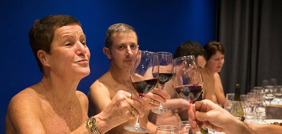 El restaurante que te obliga a cenar desnudo con menú a 39 euros mínimo