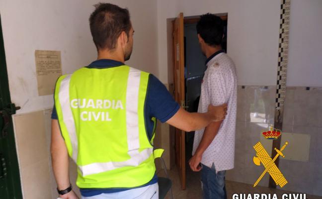 Detienen a un vecino de La Mojonera por coaccionar y amenazar a una joven