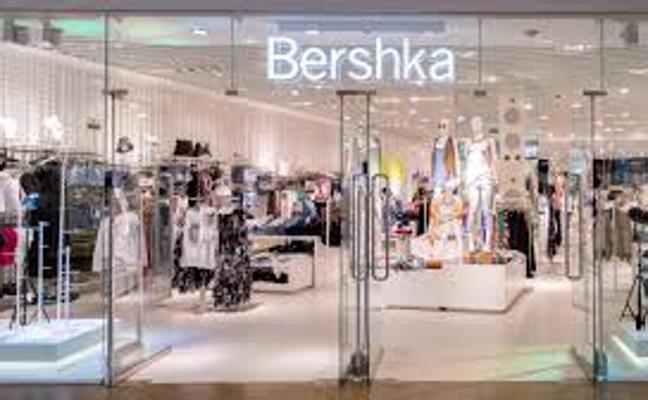 La original camiseta de Bershka que arrasa en rebajas tras lucirla la famosa influencer Chiara Ferragni