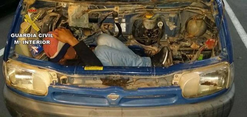 Piden prisión para dos acusados de ocultar a un hombre en un motor para llegar a Almería