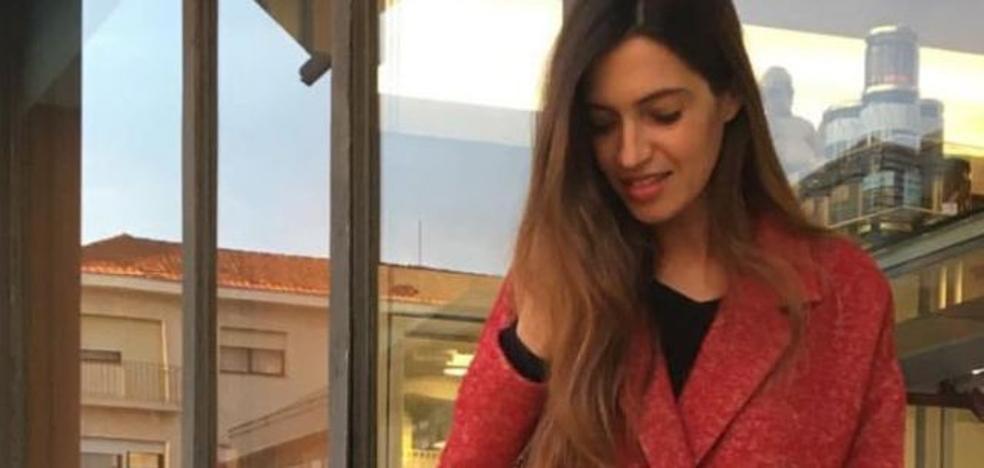 El misterioso abrigo de Sara Carbonero que muchas esperan comprar en rebajas