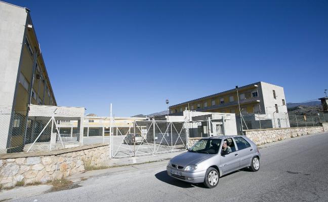 El Gobierno estudia habilitar un pabellón militar de Motril para acoger inmigrantes