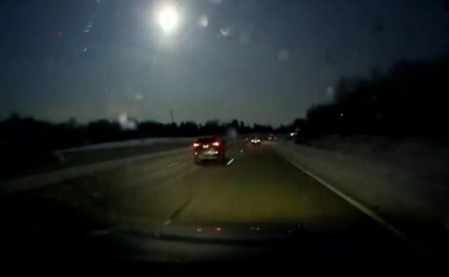 Un meteorito convierte la noche en día y provoca un terremoto de 2.0