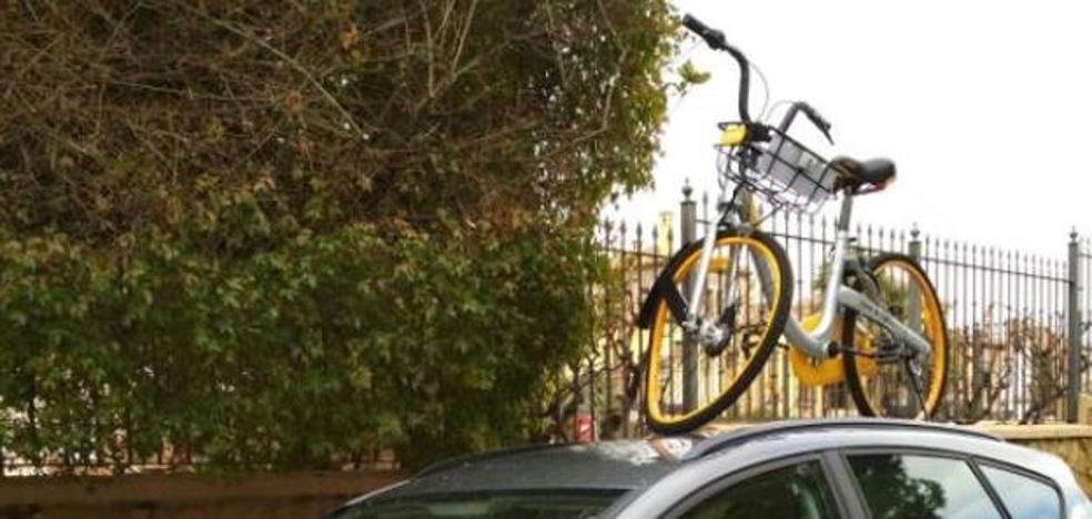 Identificados dos chavales por manipular y arrancar el localizador de una bicicleta de alquiler