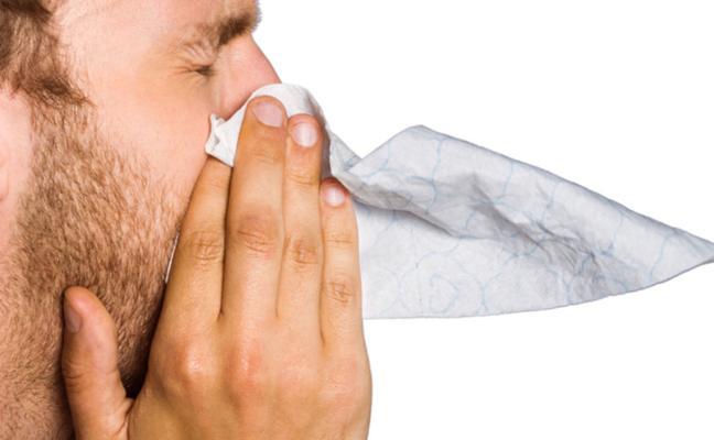 El peligro de taparse el estornudo: un hombre se rompe la garganta