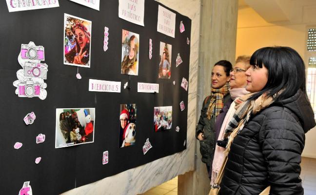 35 jóvenes participan en el concurso de 'selfies navideños' de Juventud