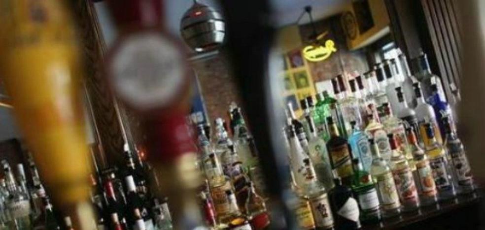 """La oferta de este bar que indigna a España: """"Se busca 3 chicas muy explosivas sin conocimiento"""""""