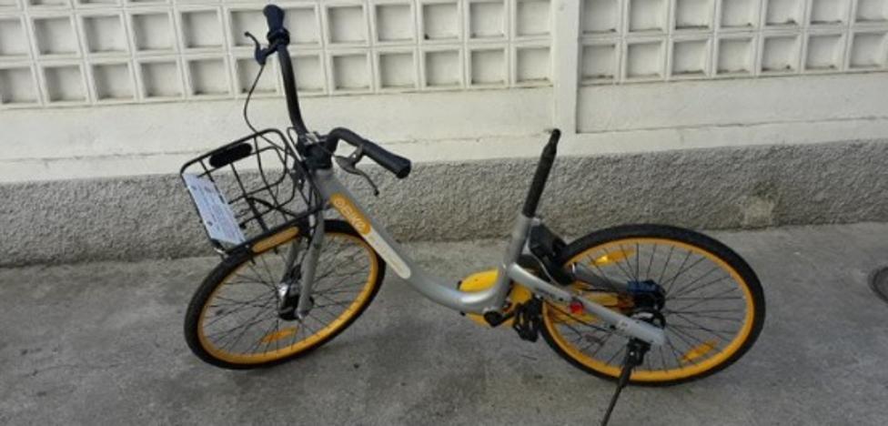 Sin sillín y pintadas de varios colores: quejas por los delincuentes de las bicis de alquiler en Granada