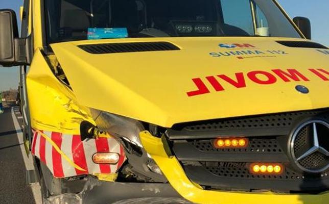 Un bebé sale despedido de la incubadora al chocar la ambulancia con un coche
