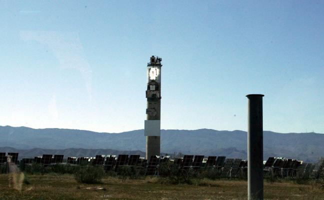 El PSOE acude al Congreso y Senado para defender la Plataforma Solar