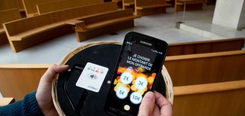 La iglesia que ha cambiado los cepillos por datáfonos para adaptarse a sus feligreses