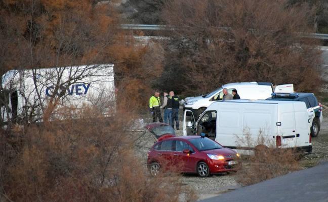 Un conductor se da a la fuga tras ser interceptado con una furgoneta cargada de propano y material inflamable