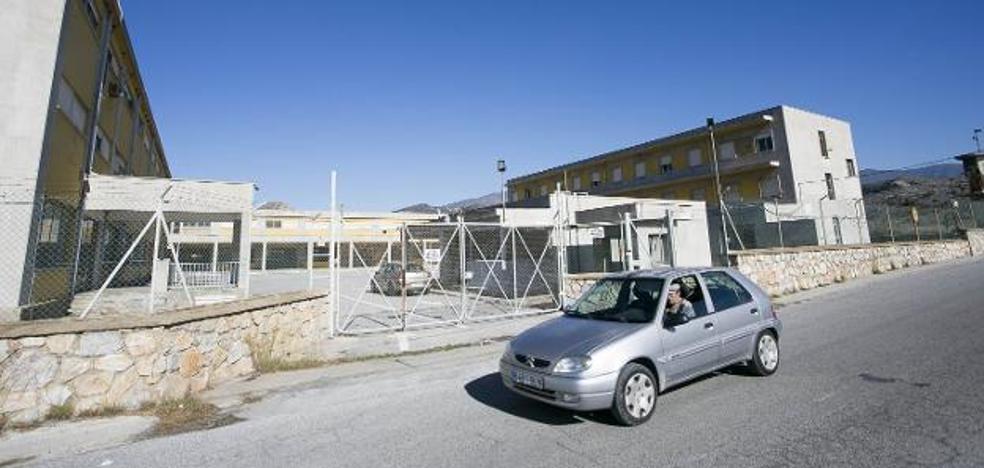 Asociaciones contra los CIES se oponen a un centro de inmigrantes en Motril