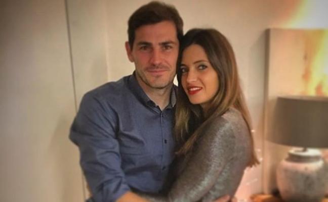 El 'troleo' de Piqué a Casillas y Sara Carbonero por sus fotos de hace 20 años