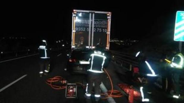 Un herido al empotrar su vehículo contra un camión en la A-7
