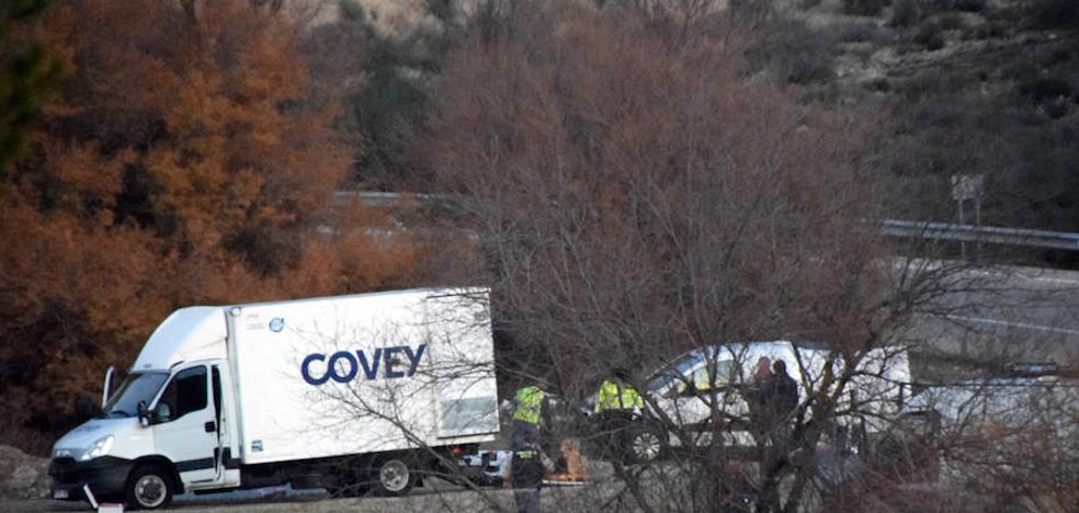 Buscan a un hombre huido tras abandonar un furgón cargado de líquido inflamable